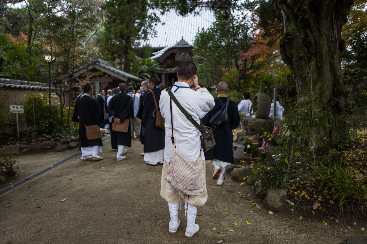Ohenro monk photographing gathering of other Ohenro monks, Shikoku