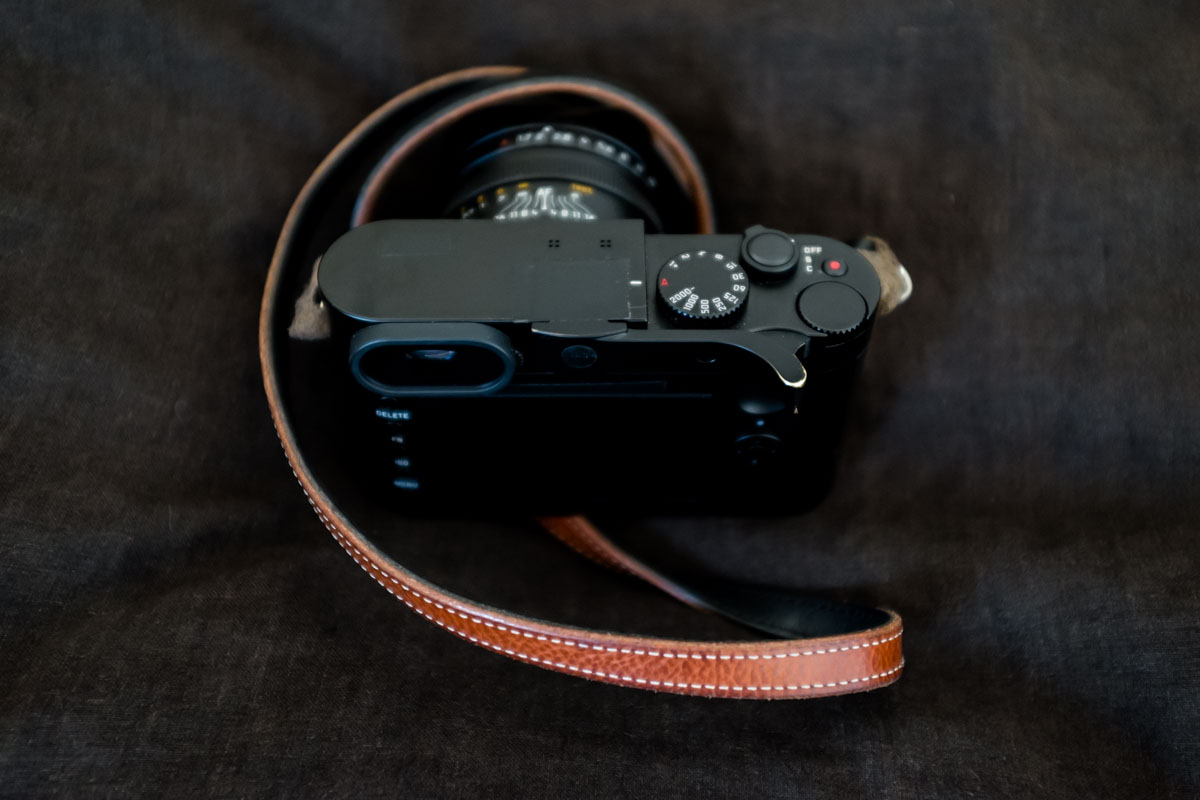 Leica Q typ 116, rear panel with Thumbs Up